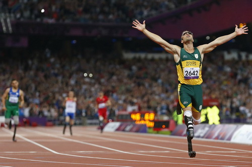 Oscar Pistorius of South Africa celebrates winning the Men's 400m T44 Final during the London 2012 Paralympic Games at the Olympic Stadium in London September 8, 2012. REUTERS/Andrew Winning (BRITAIN - Tags: SPORT OLYMPICS ATHLETICS TPX IMAGES OF THE DAY)