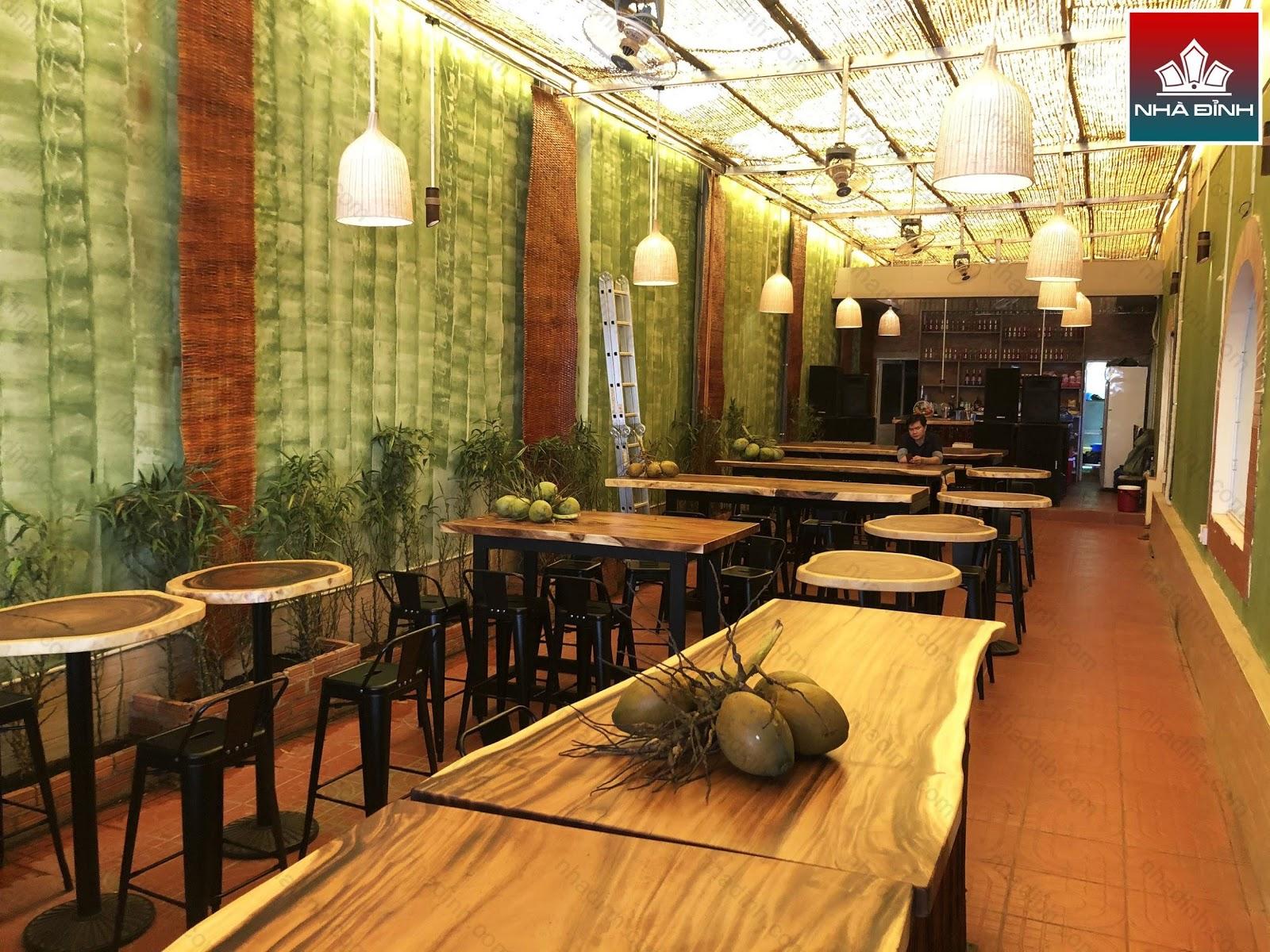 Nhà Đỉnh cung cấp số lượng gỗ Me Tây cho công trình quán ăn